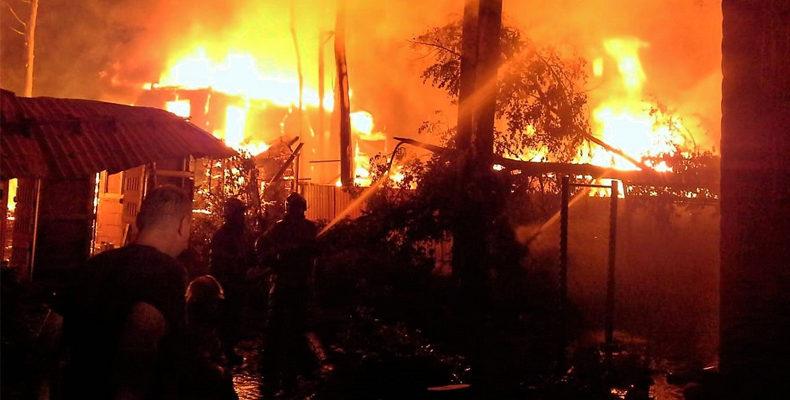 В Боровом Матюшино ночью сгорели 5 дачных домов и баня
