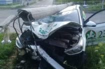 Соцсети: В Казани пьяный таксист снес столб (Фото)
