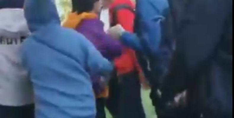 В Казани молодые люди устроили массовую драку в очереди за кроссовками