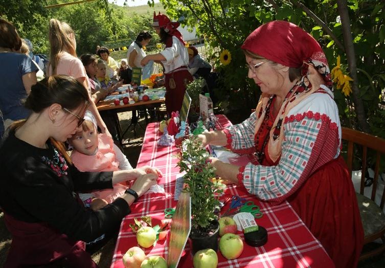 Яблочный Спас в селе Красновидово