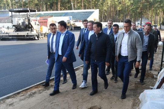 Ильсур Метшин ознакомился с ходом работ по реконструкции стадиона «Локомотив» в поселке Юдино
