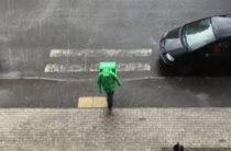 Delivery Club снял видео о курьерах из окон квартир