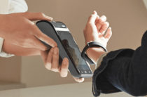 Xiaomi представила в России фитнес-браслет с NFC