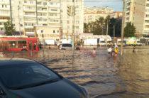 В Казани из-за повреждения водопровода при строительстве метро, затопило улицу Фучика