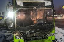 Утром в Ташкенте полностью сгорел пассажирский автобус (Фото)