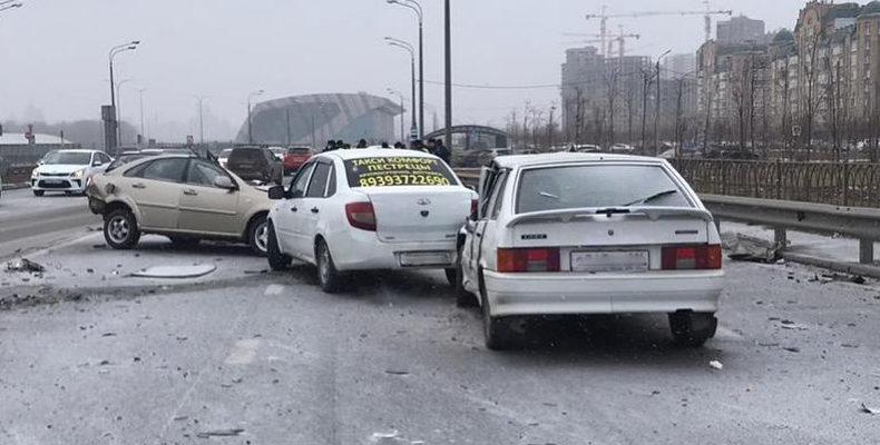 Напротив «Ак Барс Арены» пьяный водитель устроил массовое ДТП, есть погибший
