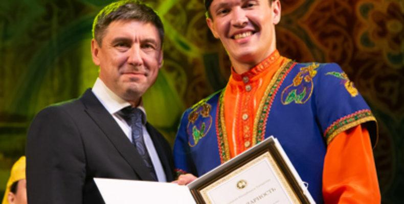 Президента Татарстана наградил артистов Госансамбля песни и танца