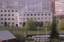 Неизвестные устроили стрельбу в казанской школе, на месте все экстренные службы города