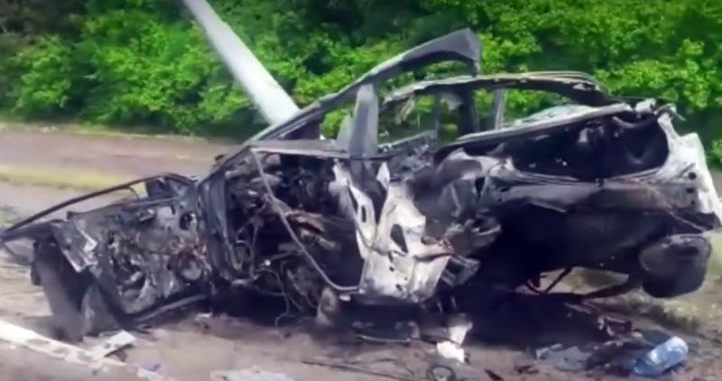 В Липецкой области водитель на «Тойота Камри» врезался в столб, погибли женщина и двое детей