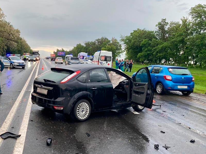 В Белгородской области четыре человека погибли при столкновении двух ВАЗа и «Форда» на трассе