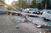 В Казани грузовик протаранил людей на тротуаре у рынка