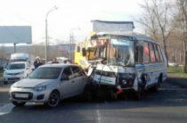 Около 10 человек пострадали в массовом ДТП в Самарской области