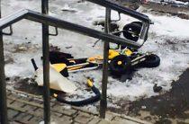 В Ижевске грузовик раздавил ребенка в коляске на тротуаре