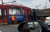 В Казани КАМАЗ врезался в трамвай