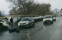 В Уфе девушка неожиданно выскочила прямо под колеса авто (Видео)