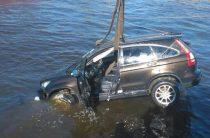 В Петербурге иномарка упала в Фонтанку (Фото)