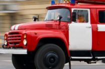 В Москве горит здание автосервиса