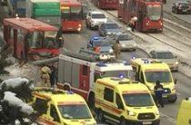 Не менее 13 человек пострадали в ДТП с участием автобуса 33-го маршрута