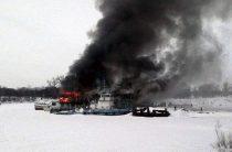 В Уфе горит заброшенный дебаркадер (Видео)