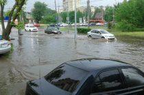 Некоторые улицы Казани снова затопило