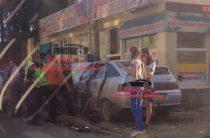 В Челябинске две автоледи не поделили дорогу и сбили женщину с ребенком на тротуаре
