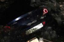В Татарстане на Волге «Киа» провалилась под лед на переправе