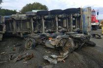 В Свердловской области самосвал упал на два УАЗа, погибли 8 человек