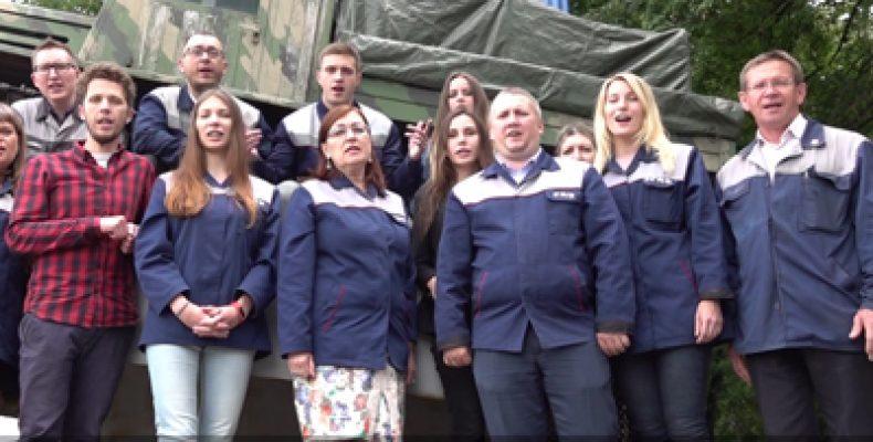 В Ярославле рабочие моторного завода зачитали рэп о санкциях (Видео)