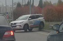 Тестовый автомобиль Toyota Fortuner одного из автосалонов