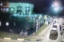 Опять «90-е». Толпа неизвестных напали на жильцов во время собрания собственников жилья