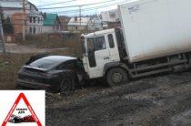 В Самаре водитель на «Порше» попал под грузовик