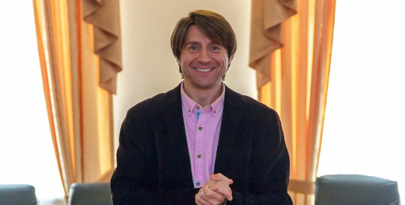 Рождественский фестиваль в Казани откроет актер и режиссер из Нью-Йорка Рустем Галич