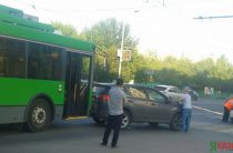 В Казани троллейбус врезался в Toyota Rav 4 (Фото)