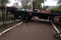 В Уфе большегруз сорвался с тормоза и снес школьные ворота