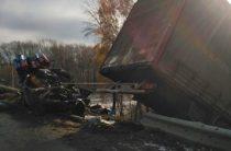 В Татарстане водитель ВАЗа врезался в фуру и погиб