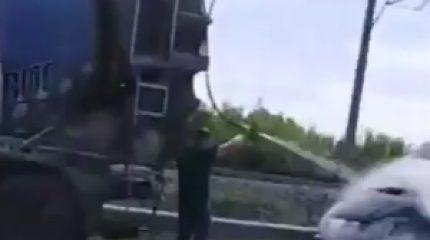 В Казани на ходу загорелась «Газель». Потушить помог водитель на бетономешалке
