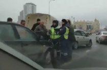 На проспекте Универсиады столкнулись около 10 автомобилей