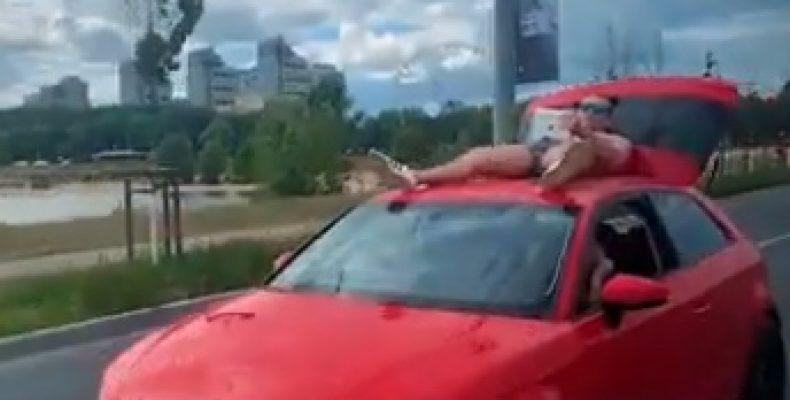 ВИДЕО: Казанец в трусах прокатился по Кремлевской дамбе на «Ауди»