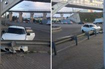ДТП на Халева: Автомобиль врезался в ограждение