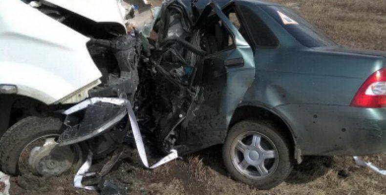 В Омской области трое взрослых и ребенок погибли в ДТП с участием пассажирского микроавтобуса