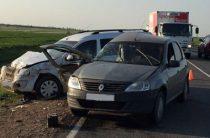 В Башкирии при столкновении трех легковушек пострадали пять человек