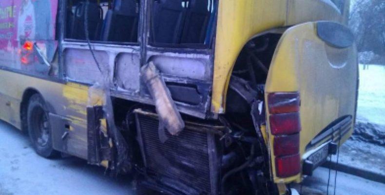 В Перми столкнулись два пассажирских автобуса, погиб ребенок