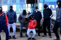 Жители Салмачей сделали пародию на клип «Тает лёд»