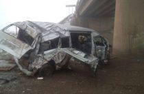 В Башкортостане микроавтобус с людьми упал с 9-метровой высоты