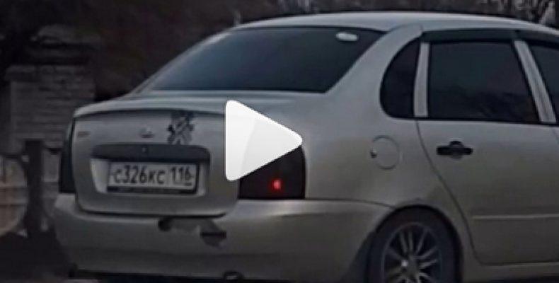 Соцсети: В Казани водитель на тротуаре едва не сбил пешехода