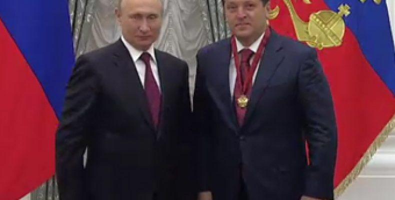Владимир Путин наградил Метшина в Кремле