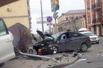В центре Казани Hyundai на полном ходу протаранил Toyota Land Cruiser (ВИДЕО)