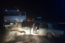 В Татарстане ВАЗ на «встречке» врезался в КАМАЗ, два человека погибли