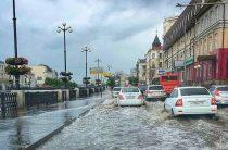 «Когда дорогу не перейти». Казань опять затопило