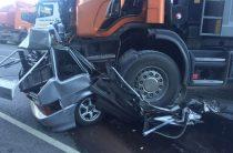 В Татарстане «Ладу» раздавило грузовиком, водитель легковушки погиб